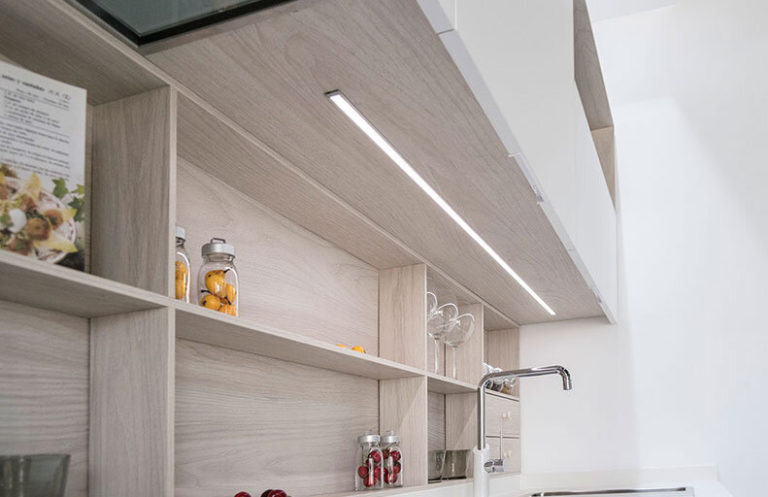 Detalle cocina vanguardia madera y metal